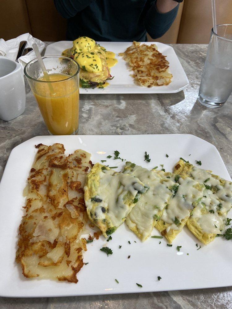 Avi'ari Cuisine: 46271 Van Dyke Ave, Shelby Township, MI