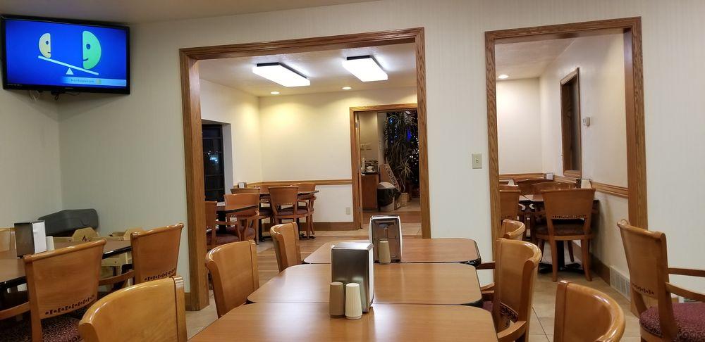Days Inn & Suites by Wyndham Logan: 447 N Main St, Logan, UT