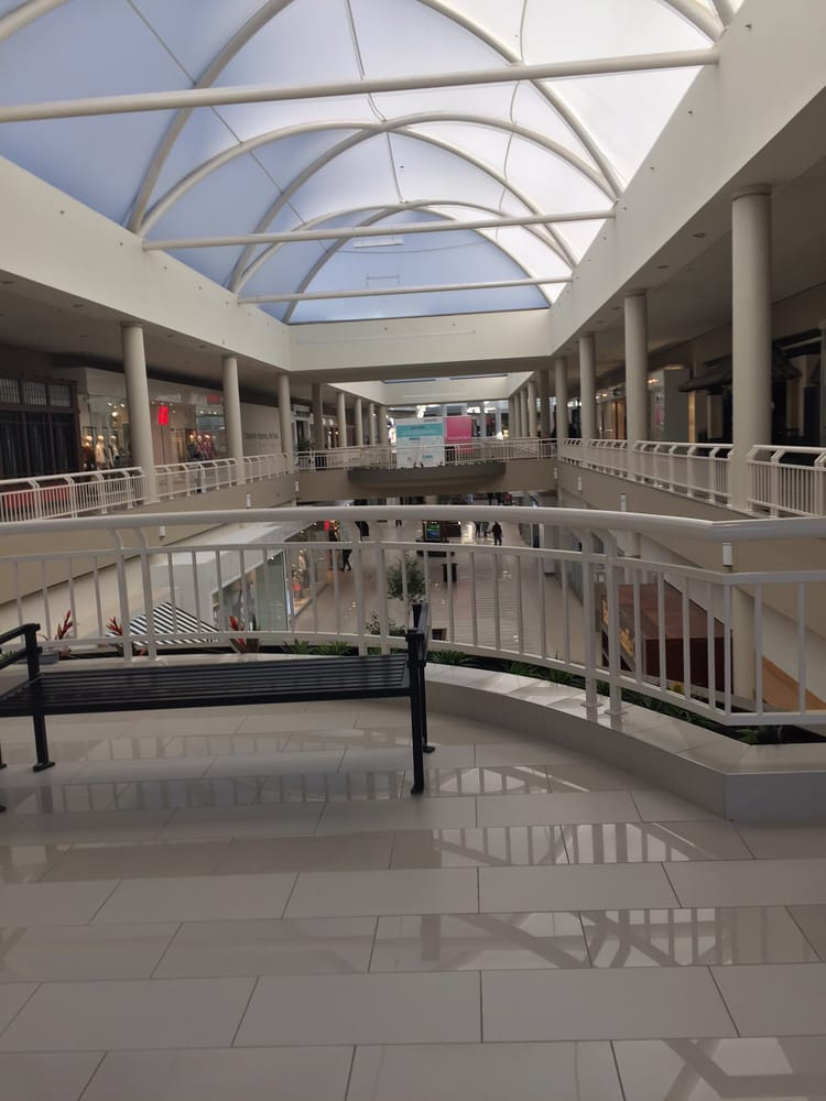 Middletown Ny: Galleria At Crystal Run Mall