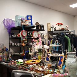 finest selection b2361 47abe Tom's Treasures & Thrift - 28 Photos & 10 Reviews - Thrift ...