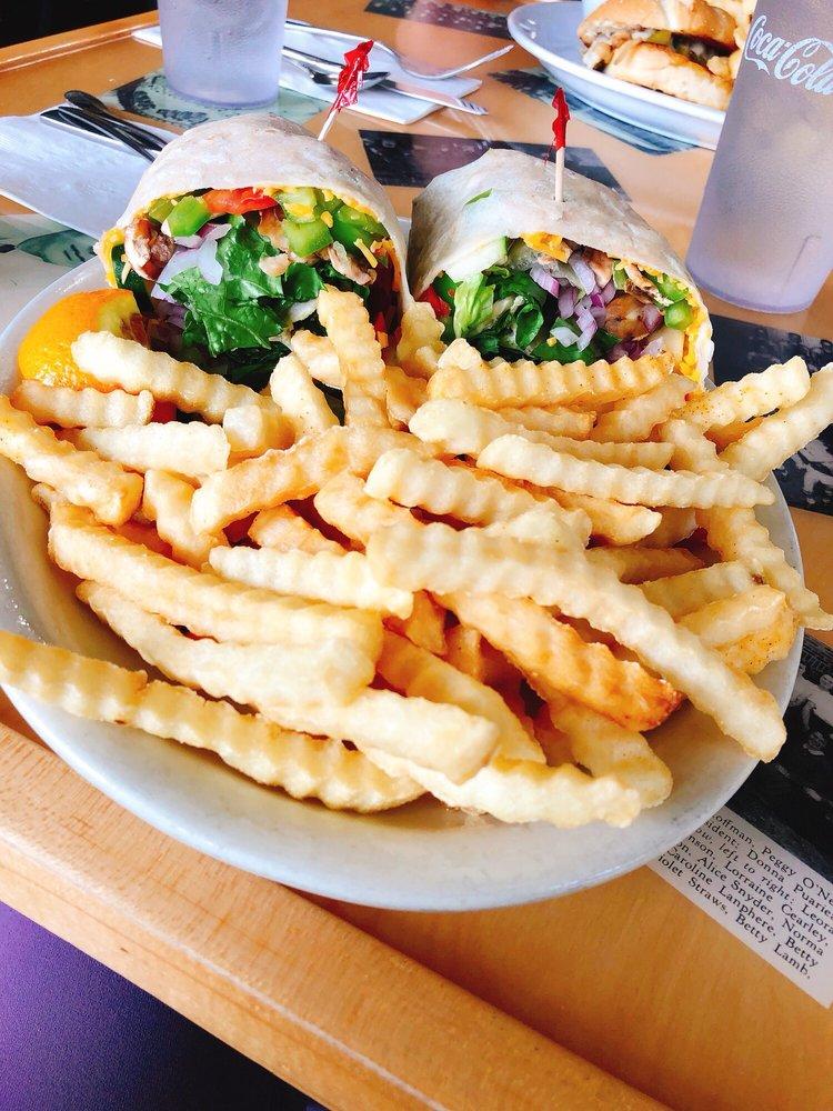 Cruiser Cafe: 106 Washington Ave S, Eatonville, WA