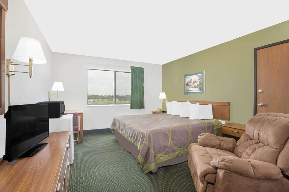 Super 8 by Wyndham Chillicothe: 500 Business Hwy 36 East, Chillicothe, MO