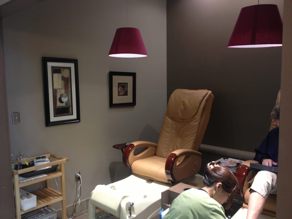 Semi private pedicure rooms to service couples or pair of for Acqua nail salon