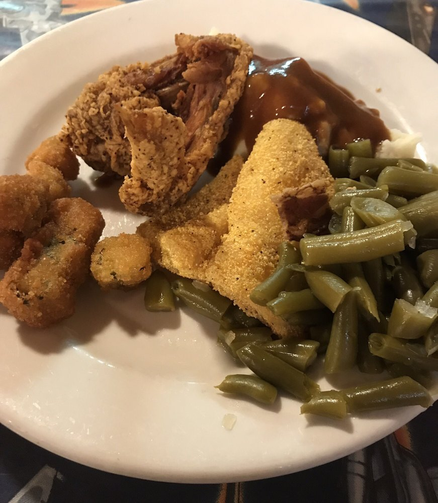 Country Bob's Cafe: 1202 N Jefferson St, Saint James, MO