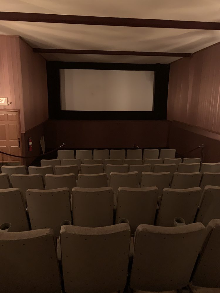 Grand Cinema Theatres: 208 Wolf River Plz, New London, WI