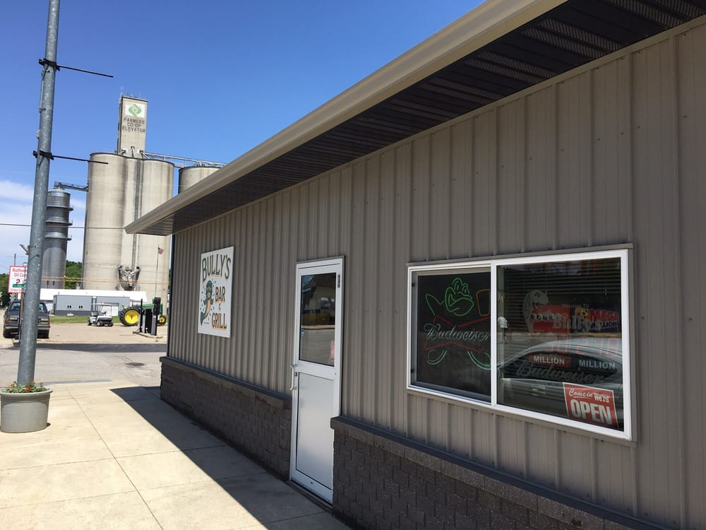 Bully's Bar & Grill: 1208 Gowrie St, Ruthven, IA