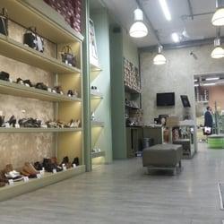 Foto Piazza Negozi Avantgarde 24 Galleria Di Scarpe Stazione ny0wO8vmN