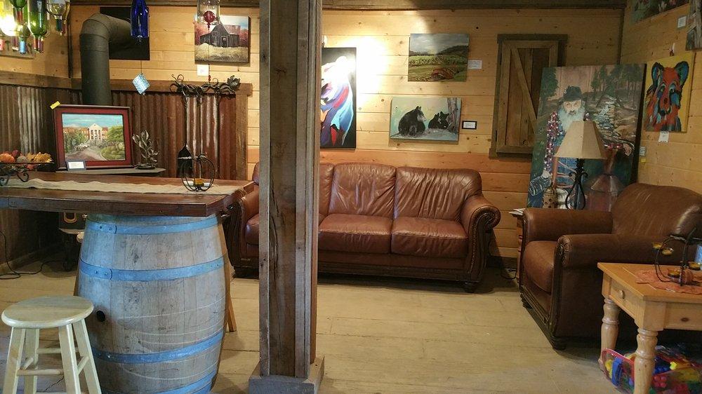 Cartecay Vineyards Tasting Room: 139 E Morgan St, Clarkesville, GA