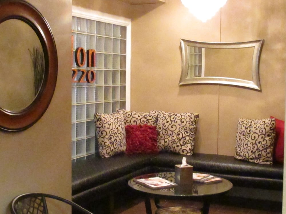 Salon 220: 103 E State St, Mason City, IA