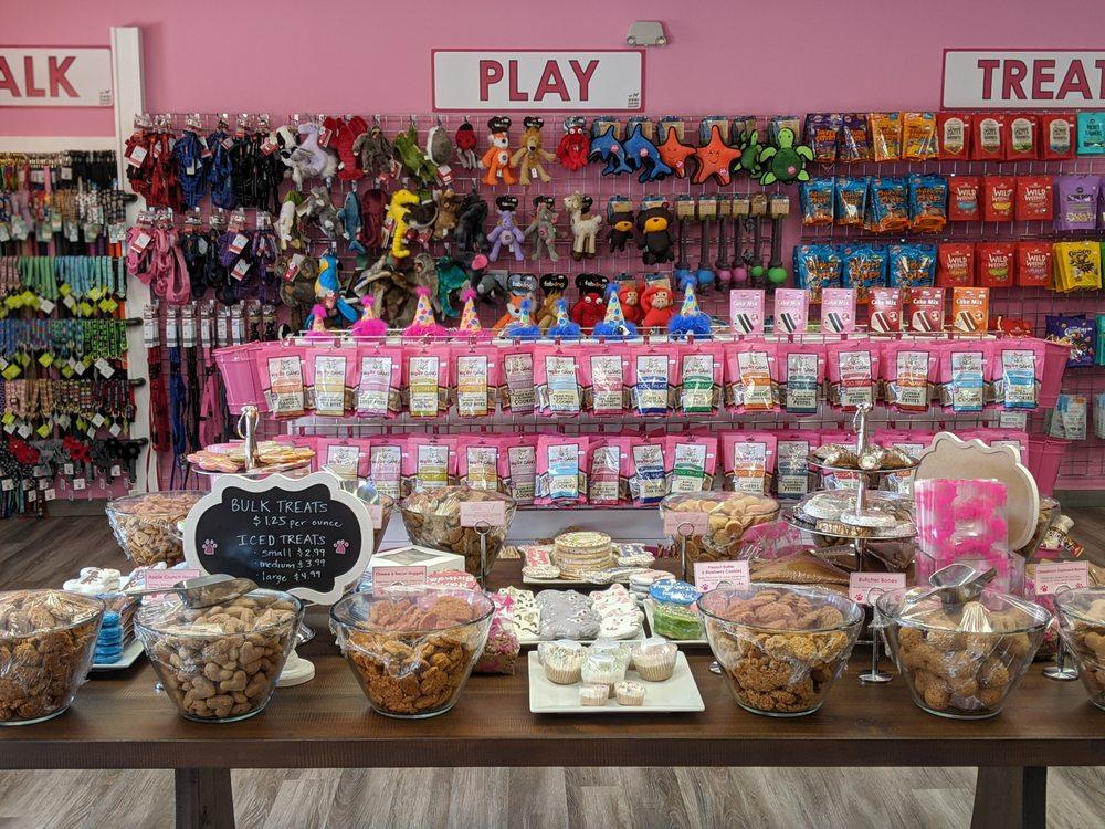 Woof Gang Bakery & Grooming Carrollwood: 13156 N Dale Mabry Hwy, Tampa, FL
