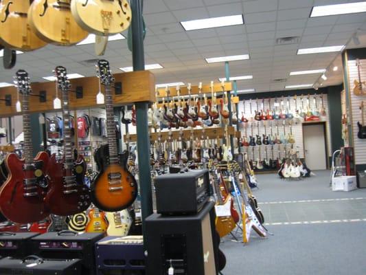 dave s guitar shop guitar stores la crosse wi reviews photos yelp. Black Bedroom Furniture Sets. Home Design Ideas