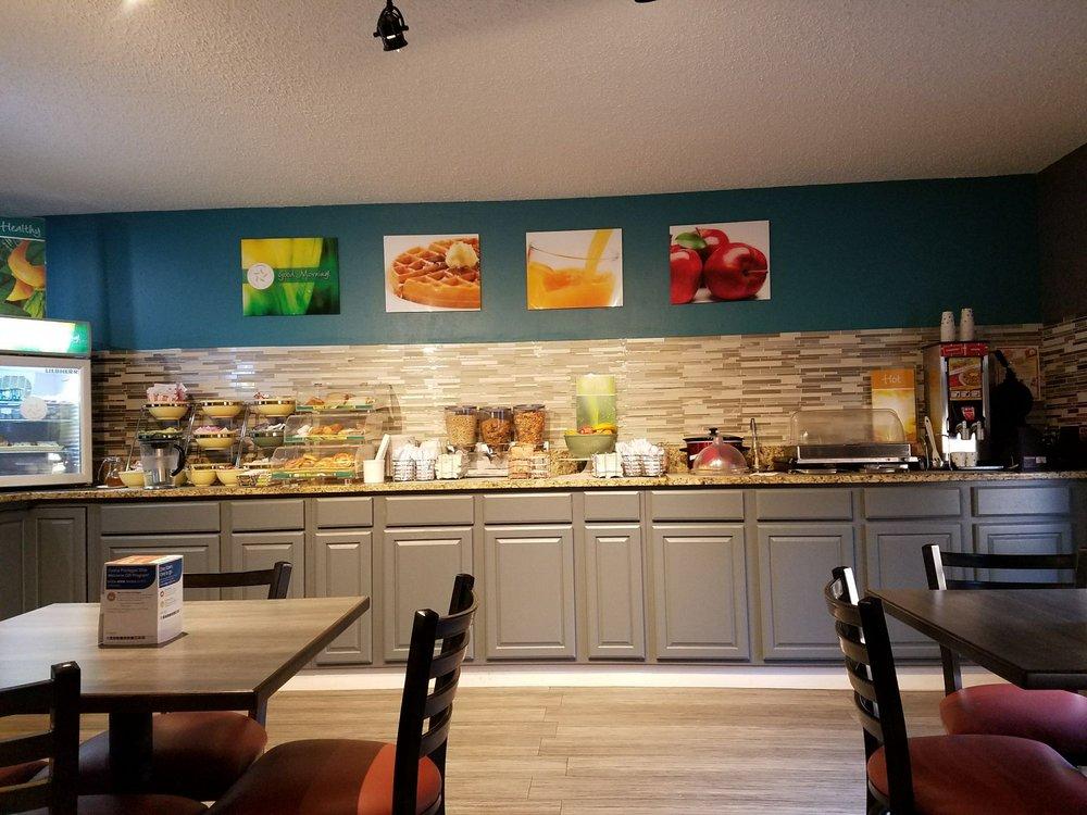 Quality Inn: 105 Trade St, Clinton, SC