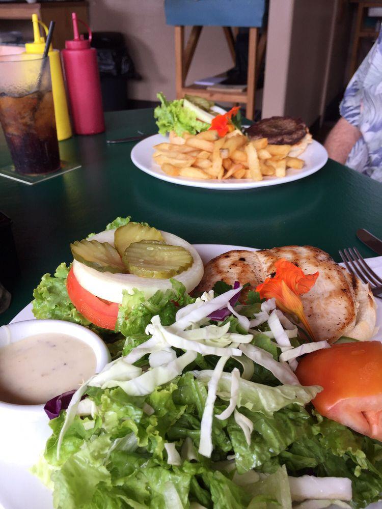 Mehe's Ka'u Bar & Grill