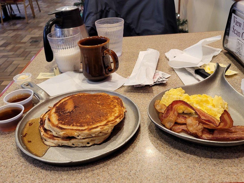 Iron Skillet Restaurant: 22526 Hwy 216, Mc Calla, AL