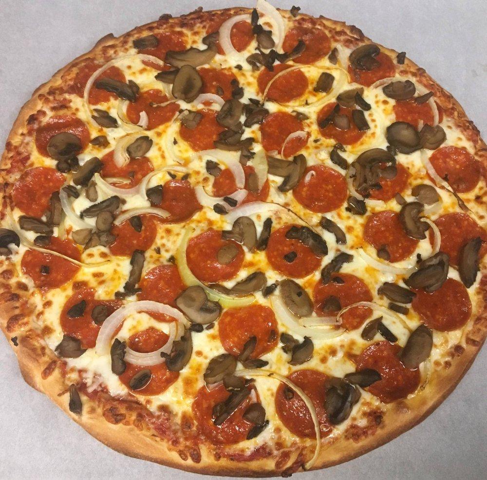 Village Pizza House: 510 Lucas St E, Castalia, OH