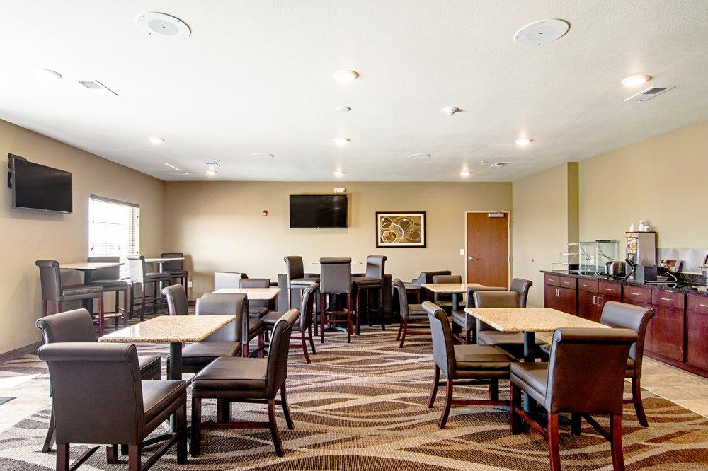 Cobblestone Hotel & Suites - Paxton: 1280 W Ottawa St, Paxton, IL