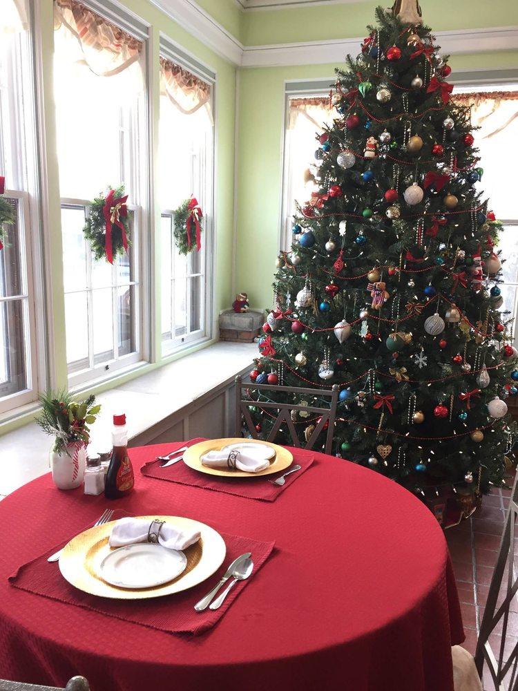 Walton Manor Inn Bed & Breakfast: 231 E Main St, Palmyra, PA