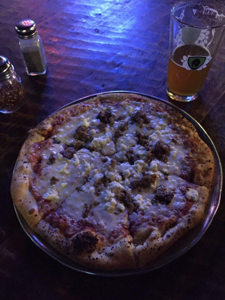 half pint pizza pub 59 foton 165 recensioner italiensk mat 2710 6th ave tacoma wa usa. Black Bedroom Furniture Sets. Home Design Ideas
