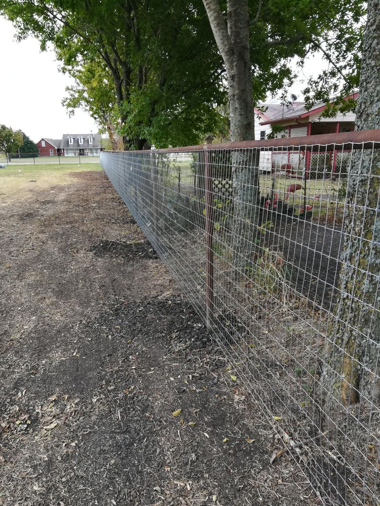 Pipe top rail fence with 5\' horse wire fence - Yelp