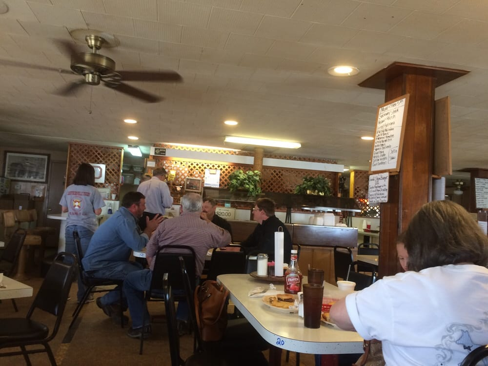 Round House Restaurant: 820 W 3rd St, Caruthersville, MO
