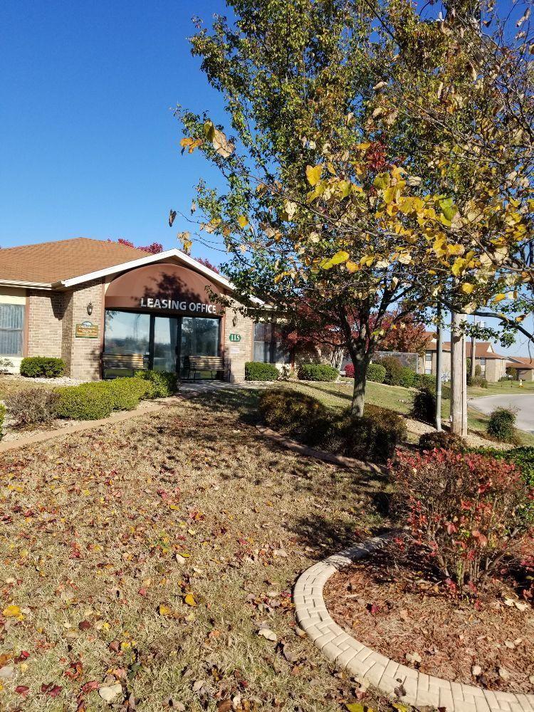 White River Mountain Apartments: 115 White River Mtn Blvd, Hollister, MO