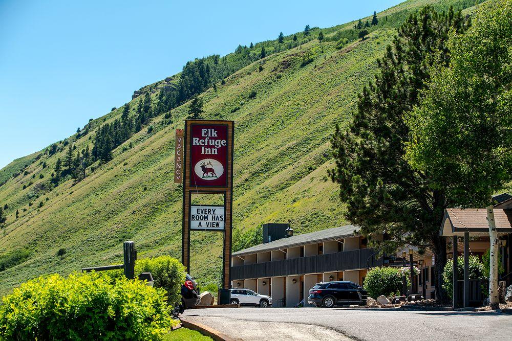 Elk Refuge Inn: 1755 N Hwy 89, Jackson, WY