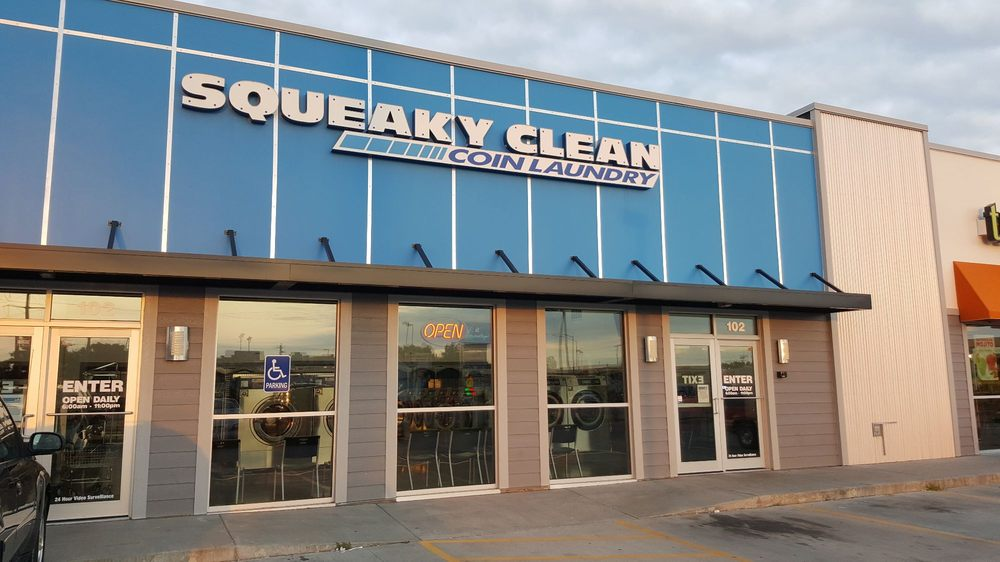 Squeaky Clean Coin Laundry: 517 Lincoln Way, Ames, IA