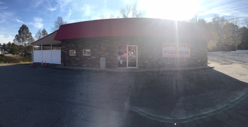 Hometown Pizzeria: 101 Crim Ave, Belington, WV