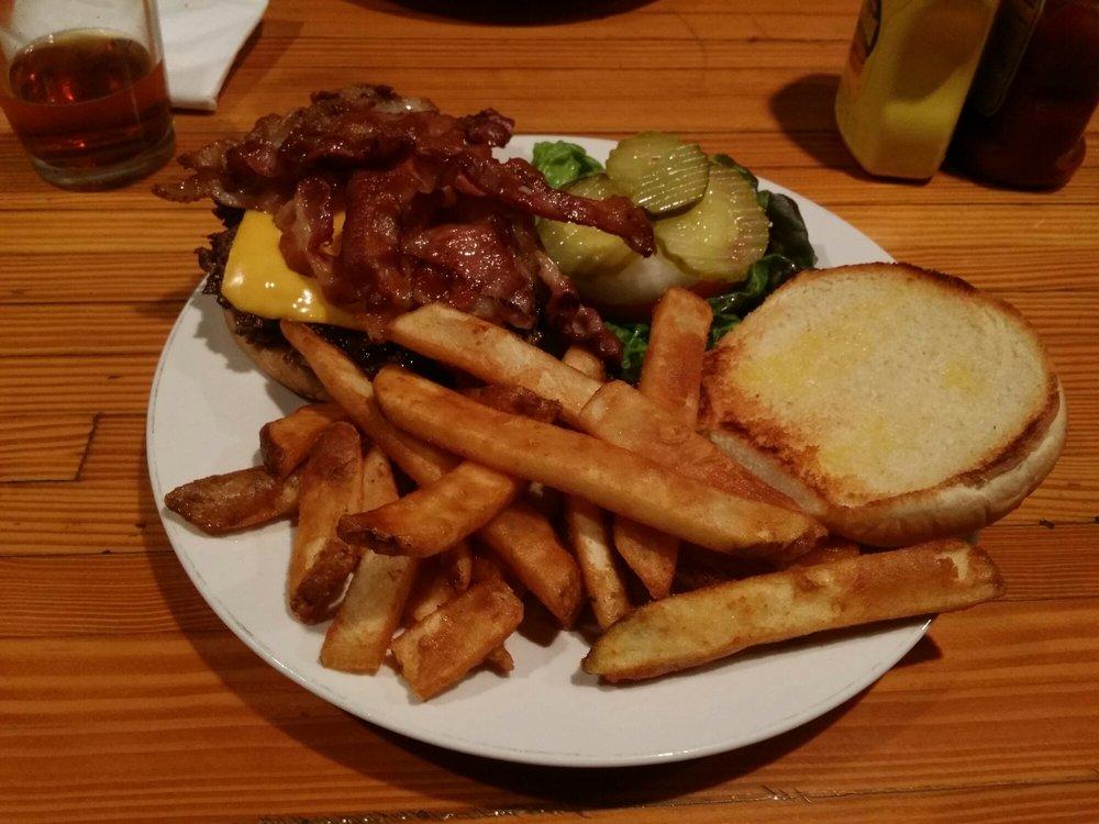 Dan & Jo's Bar & Grill: 3075 3rd Ave, Valley, WA
