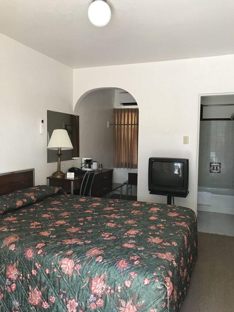 Scott Shady Court Motel: 400 W 1st St, Winnemucca, NV