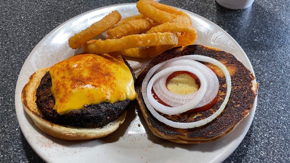 Wes Mans Restaurant: 3167 Hwy 411 NE, White, GA