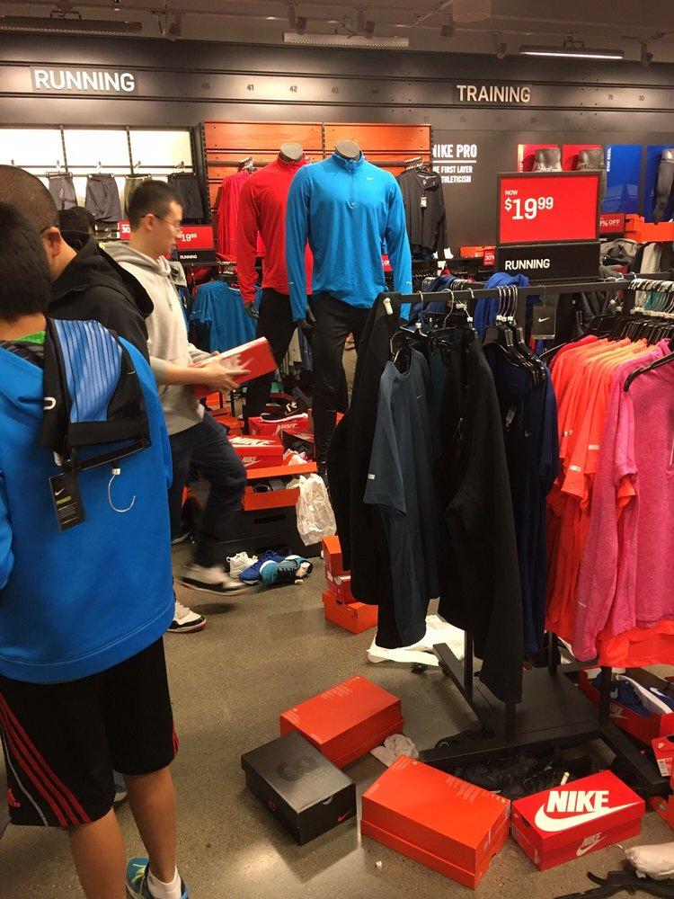 Nike: 10600 Quil Ceda Blvd, Tulalip, WA