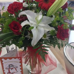 A Petal For Your Thoughts Florist Florists 3308 Kedron Rd