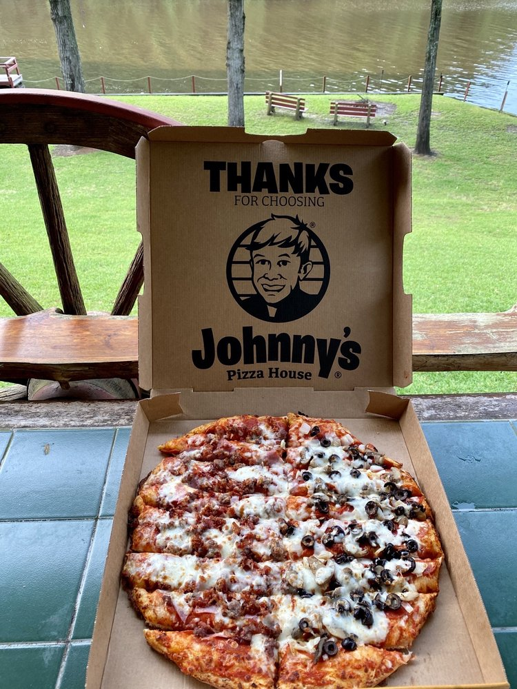 Johnny's Pizza House: 717 Sterlington Hwy, Farmerville, LA