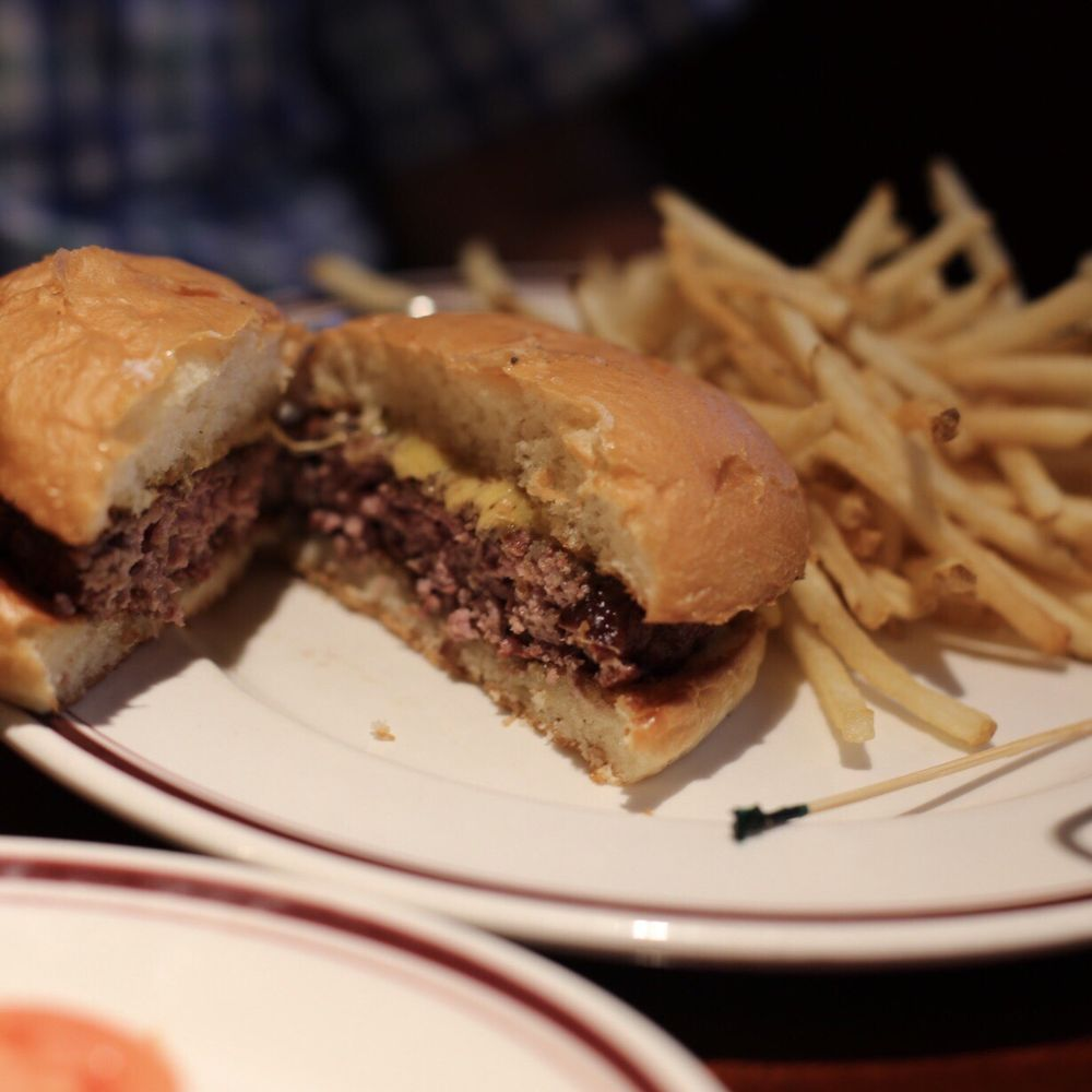 Mike's American Grill: 6210 Backlick Rd, Springfield, VA