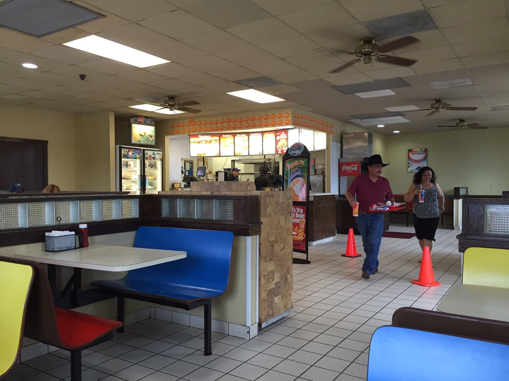 Dairy Queen: 508 S Oak St, Pearsall, TX