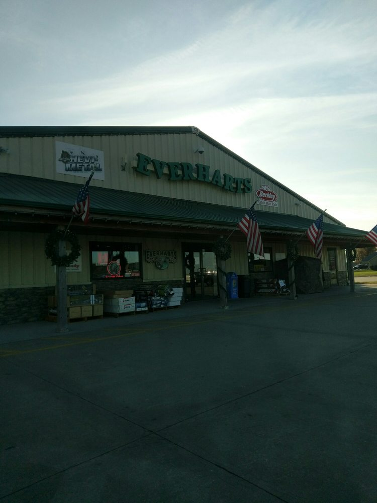 Everhart's Tackle & Sporting Goods: 511 Hillcrest Dr, Clinton, MO