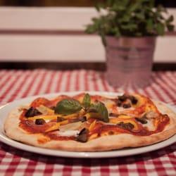 augusto pizzerie augustusburger str 102 chemnitz sachsen germania ristorante. Black Bedroom Furniture Sets. Home Design Ideas