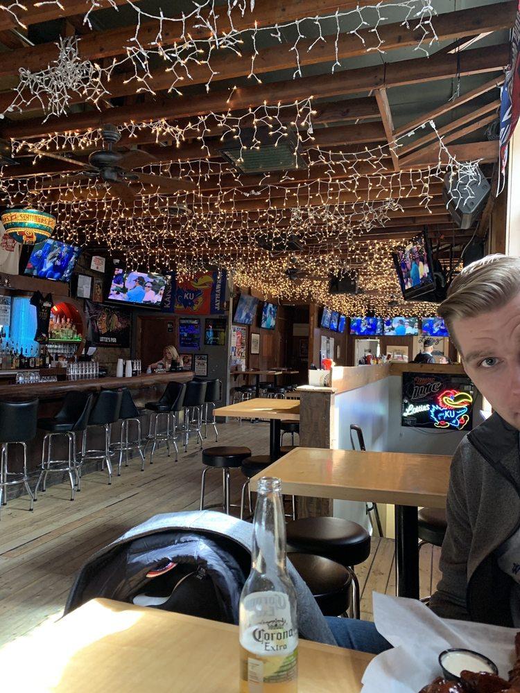 Lottie's Pub: 1925 W Cortland St, Chicago, IL