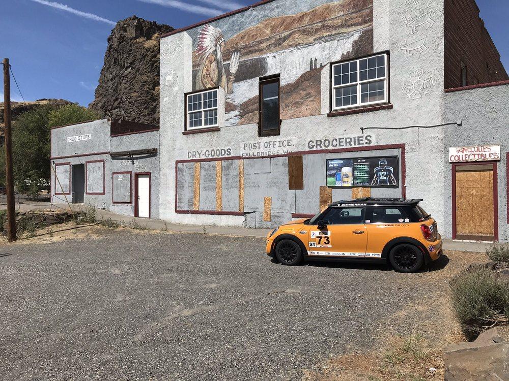 Past Time Tavern: 366 Main St, Wishram, WA