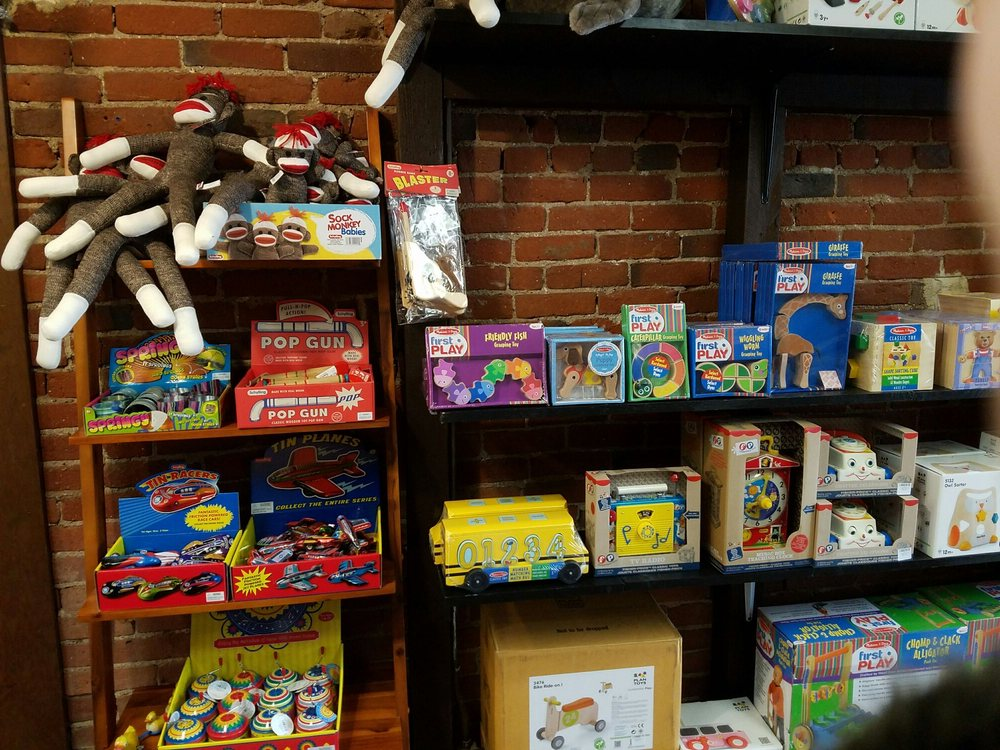 Eco Tots - An Earth Friendly Children's Boutique: 131 SW G St, Grants Pass, OR