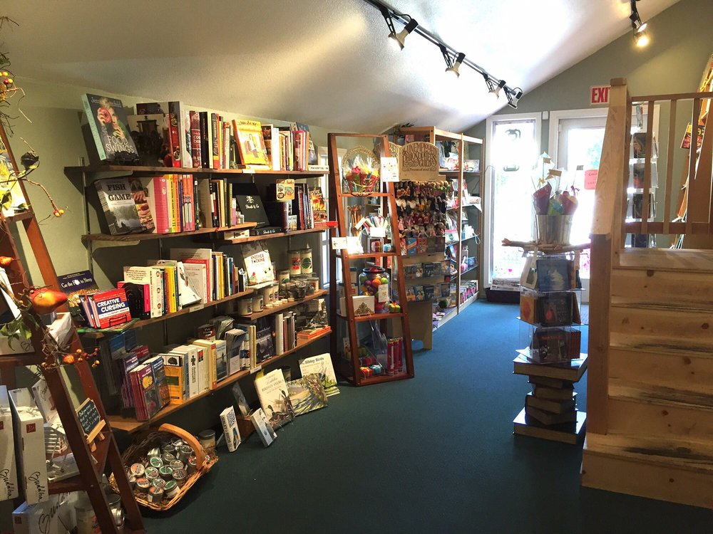 B & B Booksellers: 278 Main St, Chester, CA
