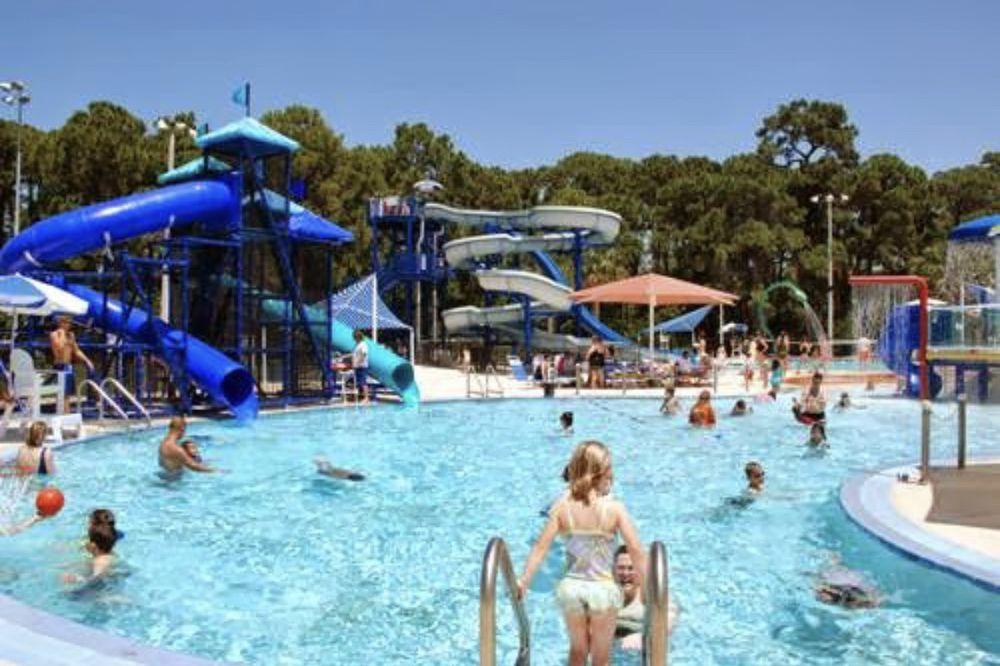 Highland Recreation Complex: 400 Highland Ave NE, Largo, FL