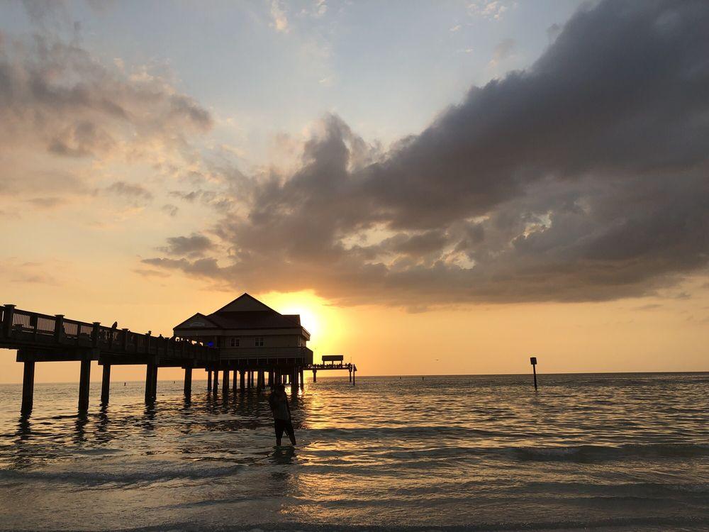 Clearwater Beach: 419 E Shore Dr, Clearwater Beach, FL
