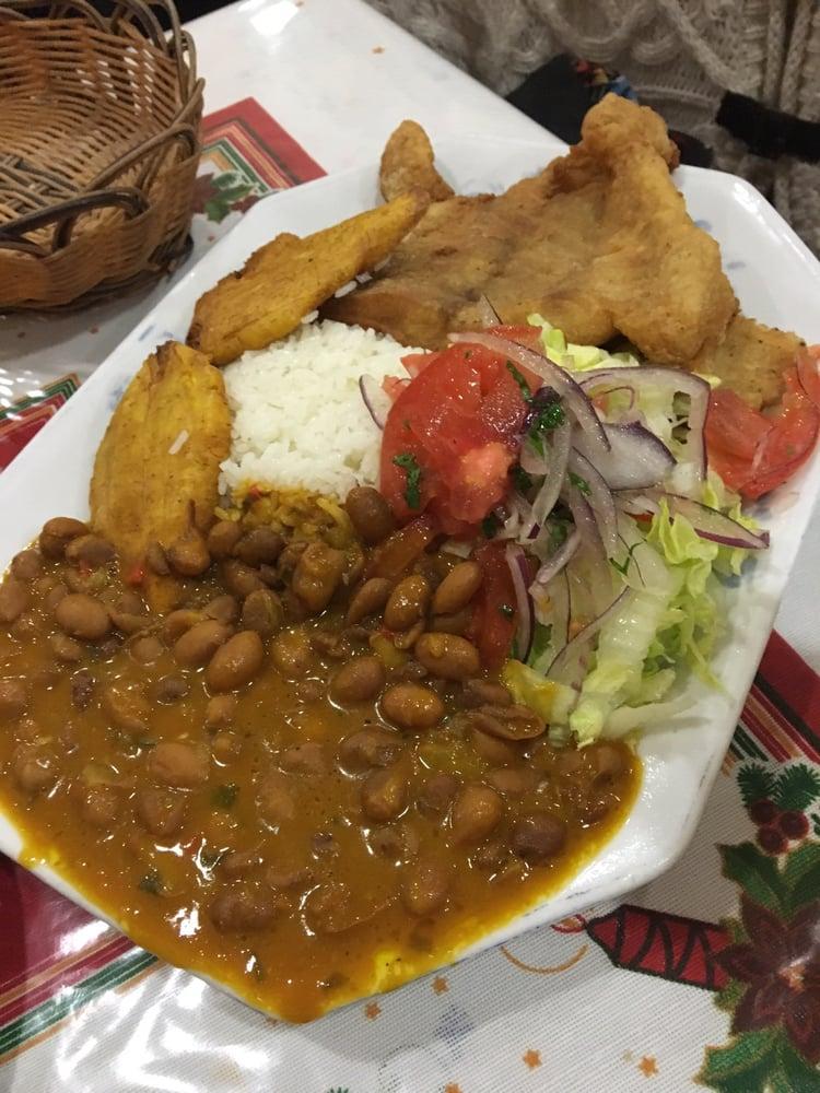 Corvina frita acompa ada de arroz menestra de frejol - Ensalada de judias pintas ...