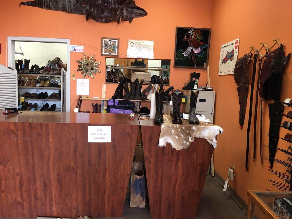 Sammie's Shoe Service: 3909 N I-35, Austin, TX