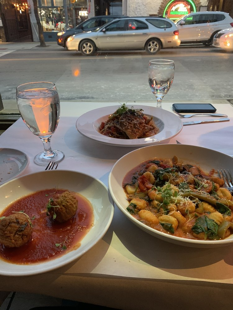 Mia Bella Restaurant: 12200 Mayfield Rd, Cleveland, OH