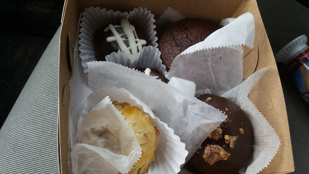 Geddes Bakery: 421 S Main St, North Syracuse, NY