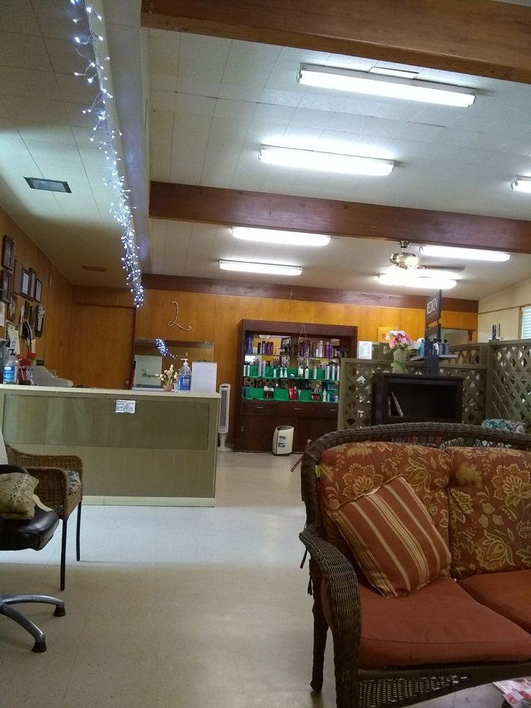 Katrina's Styling Salon: 401 N Beech St, Woodville, TX