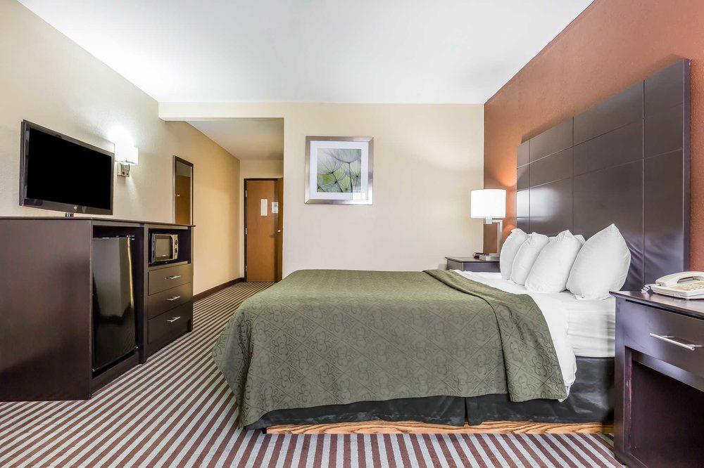 Quality Inn: 201 Potomac Blvd, Mount Vernon, IL
